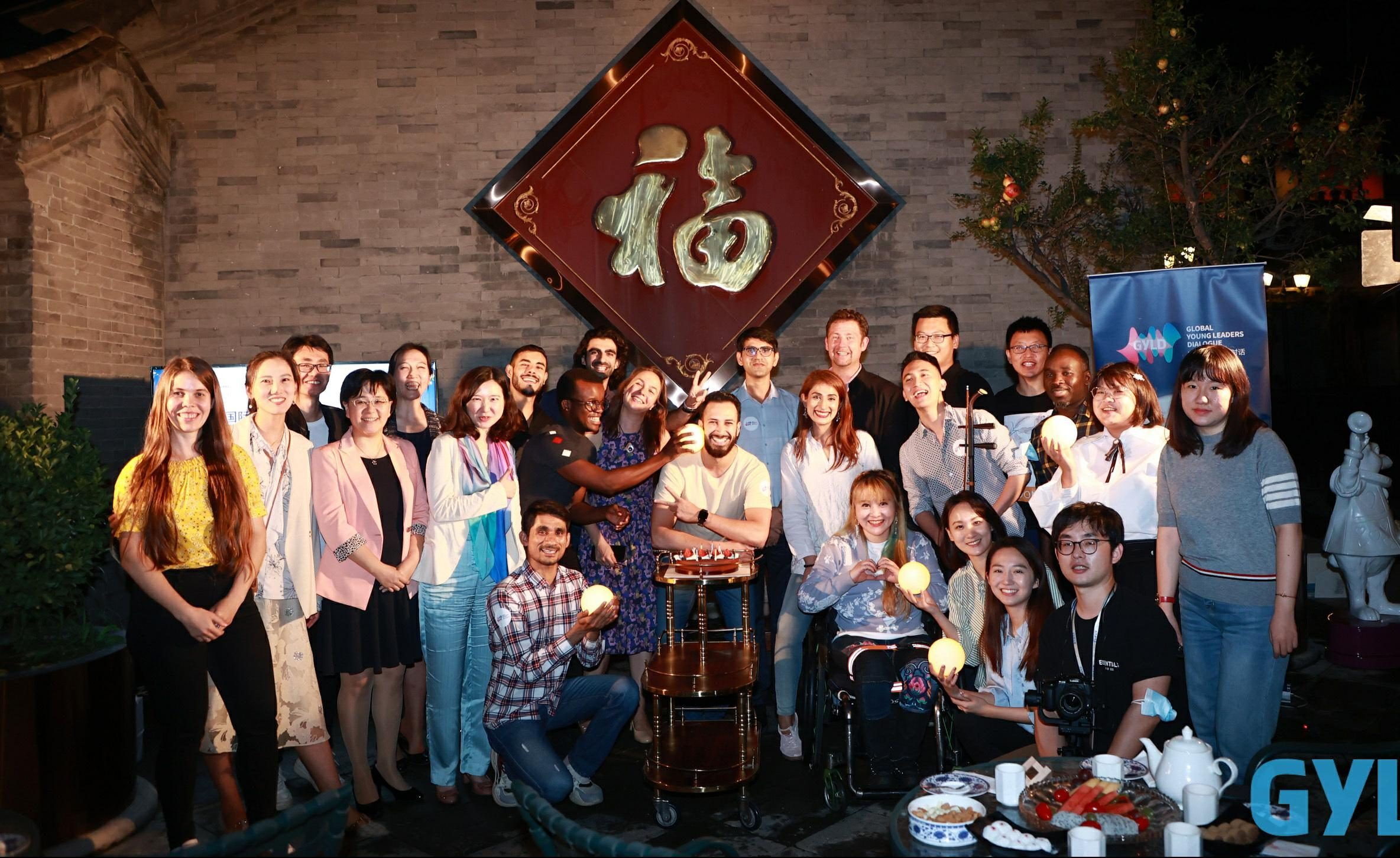 Experiencing traditional Chinese culture at Mid-Autumn Festival